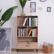 Un meuble de rangement élégant – chêne claire avec pieds noirs